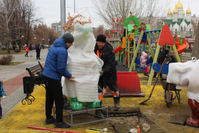 В Рязани в сквере Скобелева установили крокодила Гену и Чебурашку