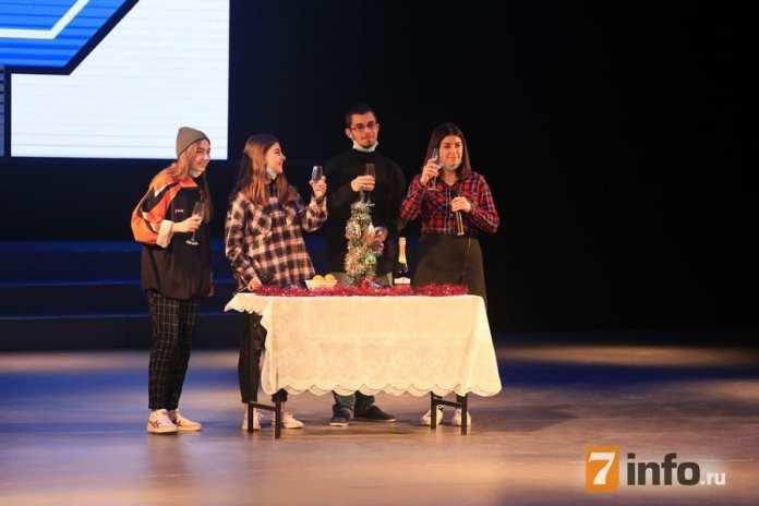 КВН, полуфинал, «Три полоски» и «Псевдособаки»