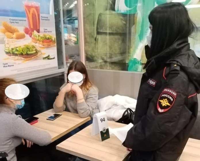 В Рязани полиция проверила, как подростки соблюдают запрет на посещение ТЦ