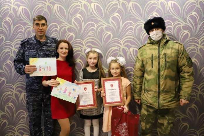 Рязанские росгвардейцы наградили победителей конкурса детского рисунка, посвященного Дню матери