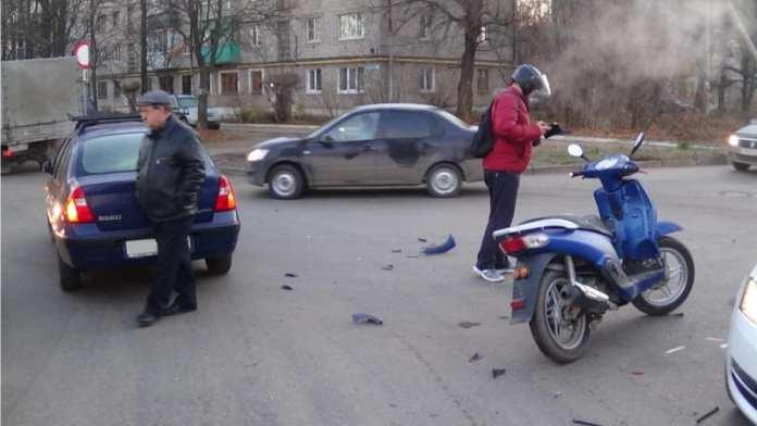 """В Рязани автомобиль """"Рено Симбол"""" сбил мотоциклиста"""