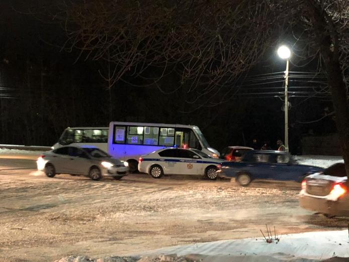 На улице Новосёлов в Рязани произошло ДТП с маршруткой