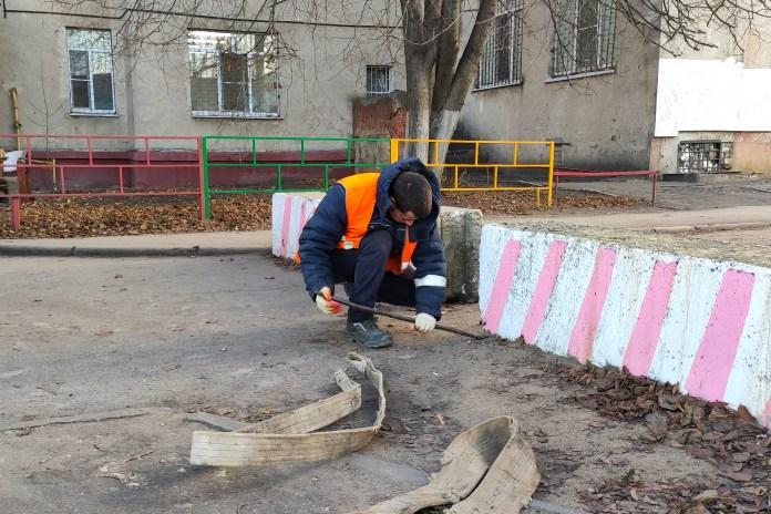 В 40 липецких дворах вывезут перегораживающие проезд бетонные блоки