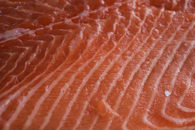 Эксперты Роскачества рассказали, как выбрать солёную красную рыбу на новогодний стол