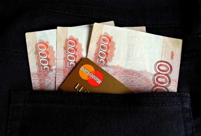 Российские ВУЗы начинают снижать плату за обучение
