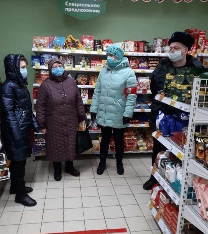 Посетителей рязанских магазинов проверили на соблюдение масочного режима