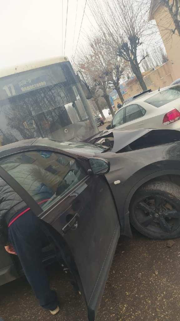 Рейсовый автобус попал в ДТП в Рязани