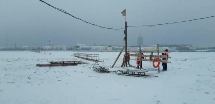 В Архангельске открыли пешеходную ледовую переправу на Кегостров