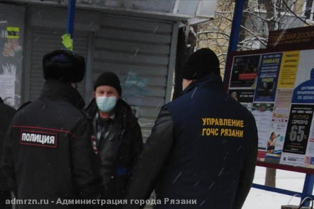 На остановках в Московском районе Рязани снова проверили соблюдение масочного режима