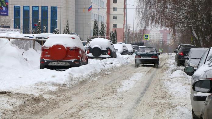 Владимир Бурмистров проинспектировал уборку снега в Железнодорожном районе Рязани
