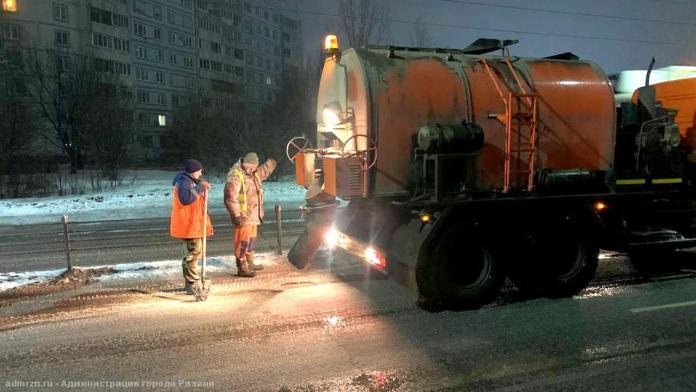 В Рязани продолжают заделывать ямы на Северной окружной дороге и Михайловском шоссе