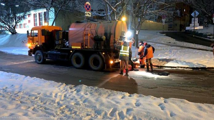 Ямы на участках 11 рязанских улиц заделали асфальтобетонной смесью