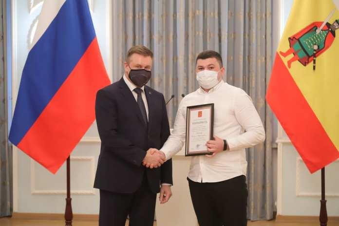 Любимов вручил награды за вклад в борьбу с коронавирусом 48 рязанским медикам