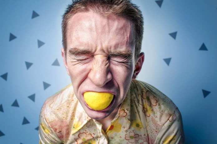 Названы болезни, на которые указывает неприятный запах изо рта