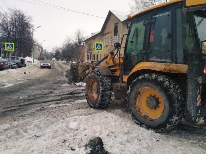 В Горроще в Рязани на дорогу просыпали отходы природного происхождения