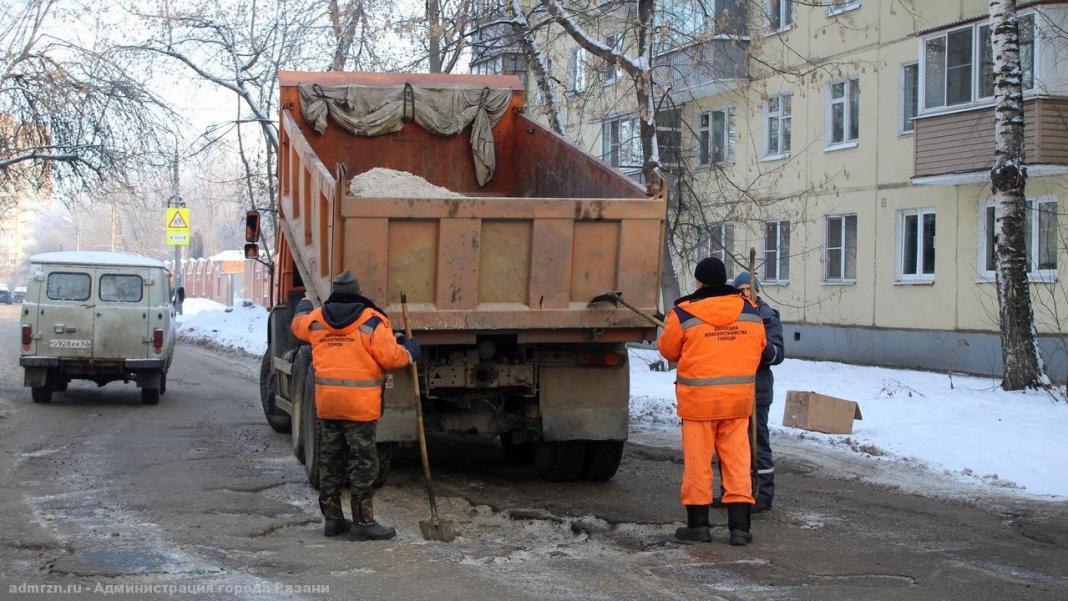 Из-за большого числа жалоб дороги в Рязани засыпают несколько бригад