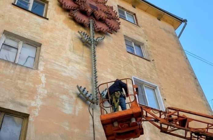 Легендарную гвоздику на фасаде дома по проспекту Мира в Липецке восстановят
