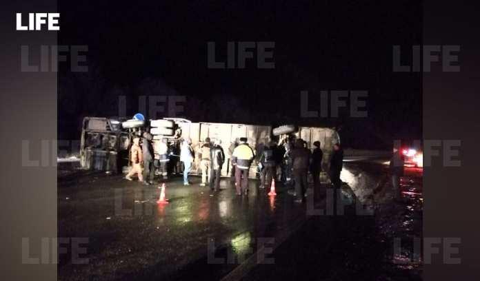 Рейсовый автобус опрокинулся в Рязанской области, пострадали 17 человек