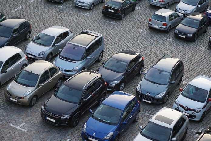 Эксперт назвал опасную ошибку при парковке автомобиля