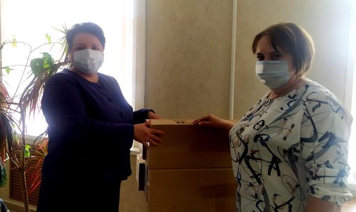 Елена Митина передала в администрации Скопина и Скопинского района пасхальные наборы