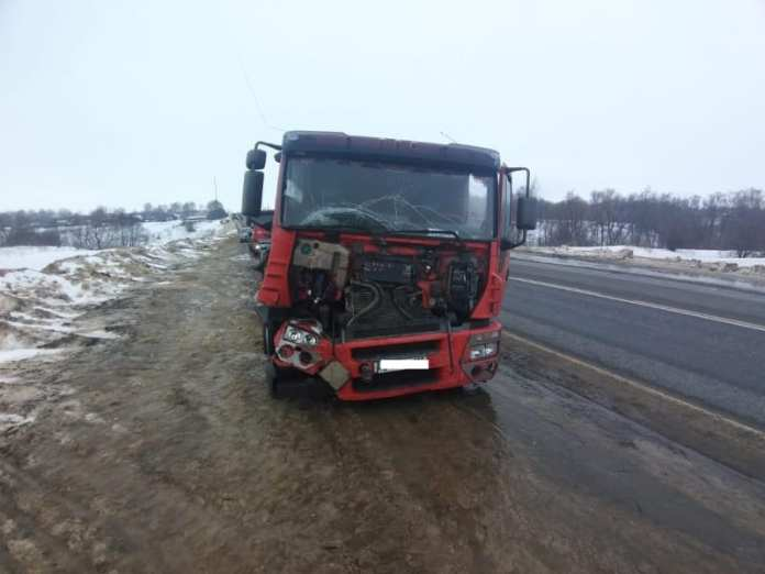 "В аварии грузовика ""Ивеко"" и трактора в Скопинском районе пострадал 59-летний мужчина"