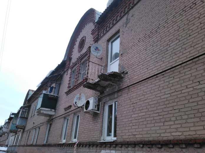 На улице Полетаева в Рязани обрушился балкон