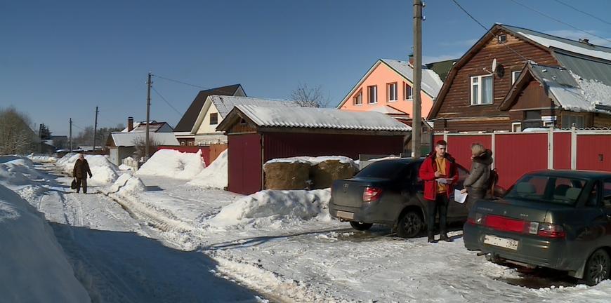 В Рязанском районе жители получили уведомления о штрафах за оставленные у домов машины