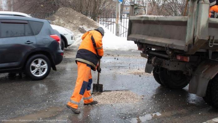 Ремонтировать рязанские дороги продолжат в выходные