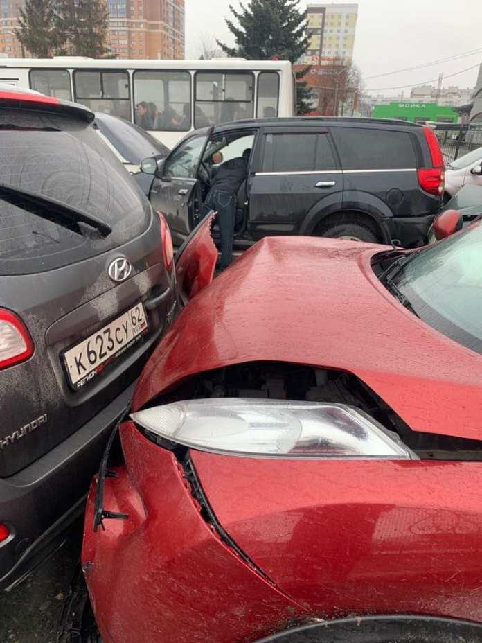 На Московском шоссе «Камаз» устроил жёсткое ДТП