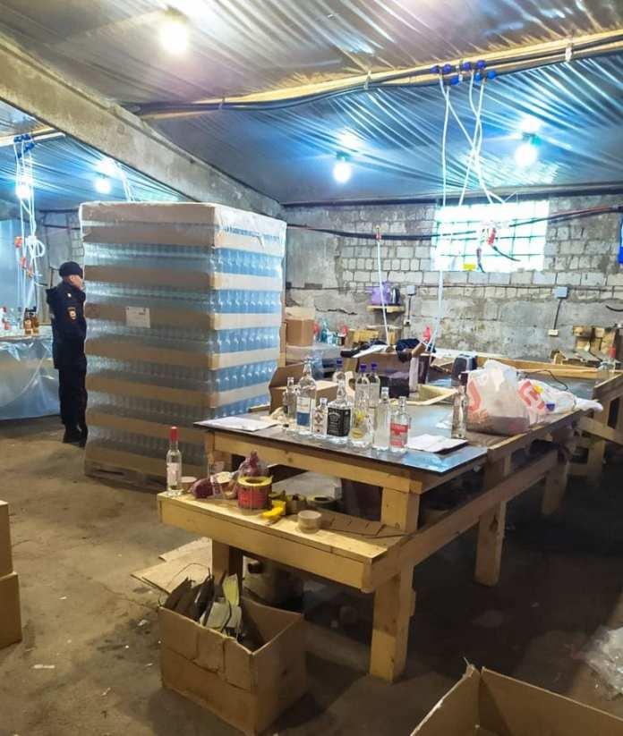 Из подпольного производства алкоголя в Ливнах изъяли 36 000 бутылок