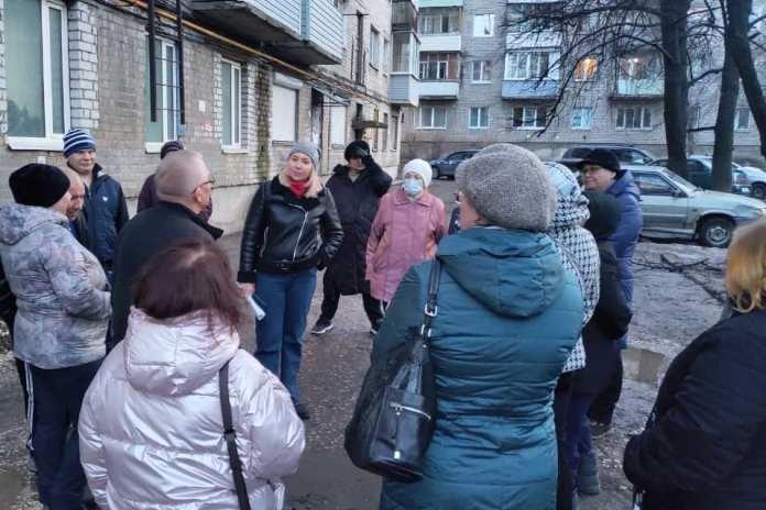 Депутаты обсудили с рязанцами ремонт дворов