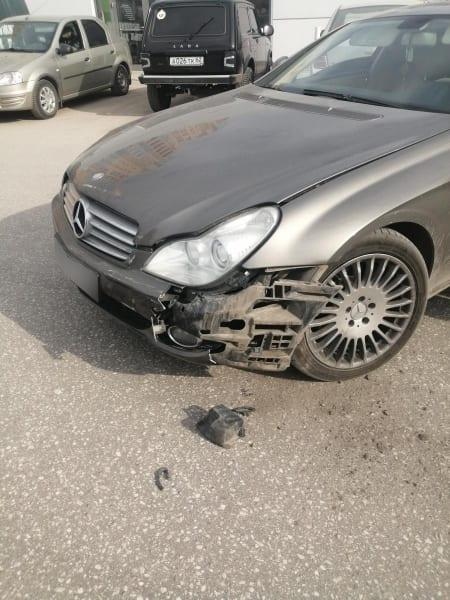 """Трехлетняя девочка пострадала в аварии """"Mercedes"""" и """"Ravon R4"""" в Рязани"""