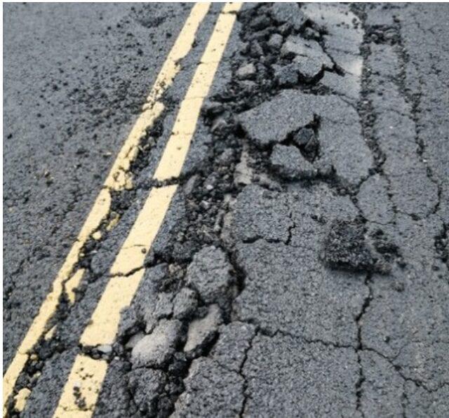 В Ярославской области разрушается сделанная по нацпроекту дорога