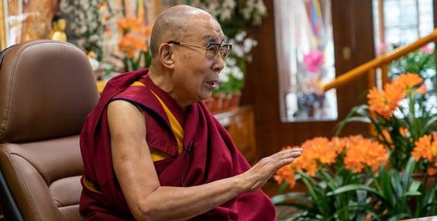 Далай-лама объяснил, почему миром должны править женщины