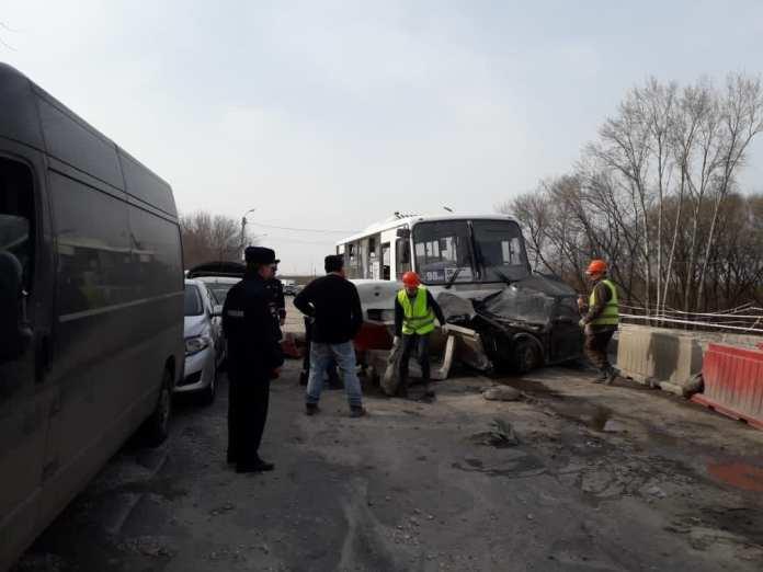 Суд оштрафовал перевозчика, автобус которого устроил массовое ДТП на мосту через Трубеж