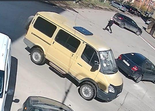 В Рязани «Соболь» протаранил машины и скрылся с места ДТП