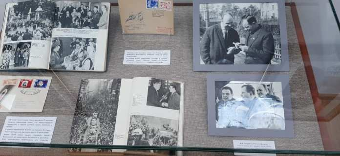 В библиотеке имени Горького открылась выставка ко Дню космонавтики