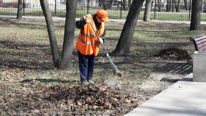 В Рязани продолжается ежедневная уборка городских территорий