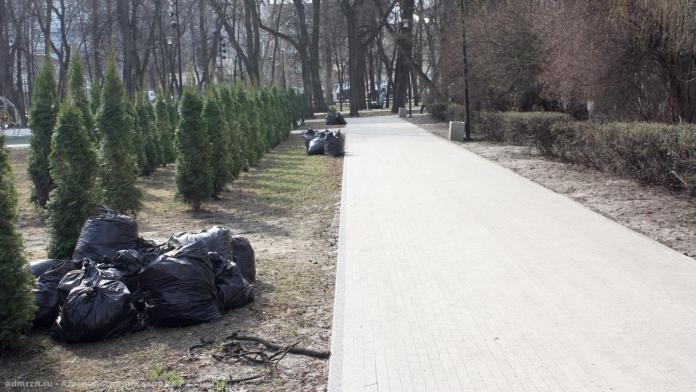 Сегодня на уборку рязанских улиц вышло более 170 человек