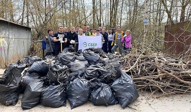 Команда волонтеров Рязанского отделения Сбербанка поняла участие в экологической акции