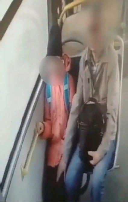В Ярославле пенсионер при пассажирах домогался школьницы в автобусе