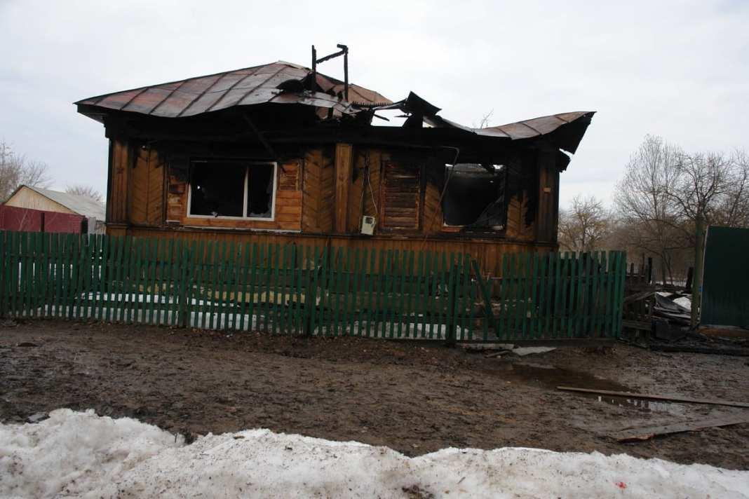 В Ермиши сгорел дом многодетной семьи