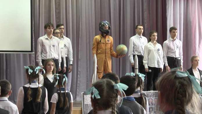 РИА «7 info» подарило рязанской школе № 16 космический объект