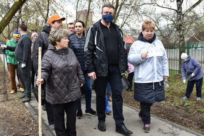 Николай Любимов поучаствовал в субботнике в рязанской Новопавловской роще