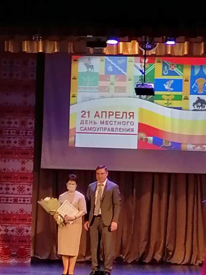 Депутат Областной Думы Дмитрий Хубезов поздравил с праздником представителей местного самоуправления региона