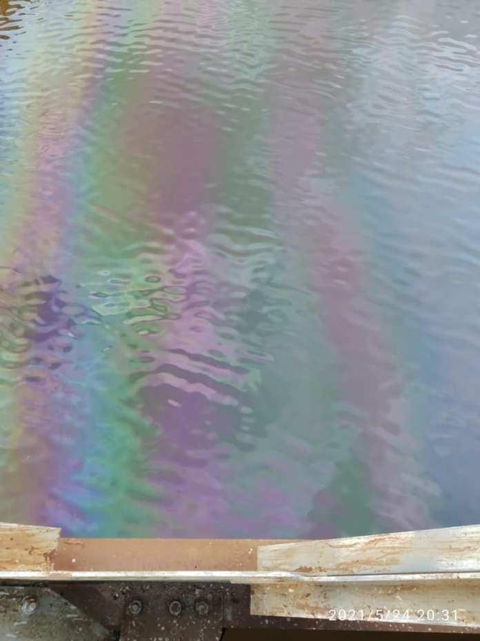 Река Ить в Ярославском районе заполнилась соляркой
