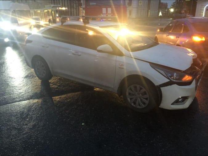 Четырехлетний ребенок пострадал в аварии Hyundai Solaris и Chevrolet Spark в центре Рязани