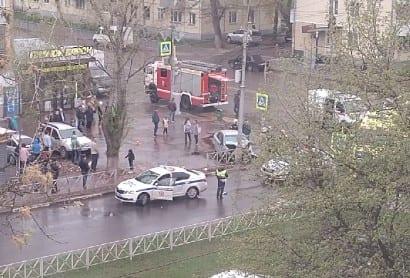 В рязанской Горроще автомобиль вылетел на тротуар и врезался в столб