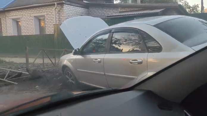 На Радиозаводской в Рязани иномарка снесла ограждение