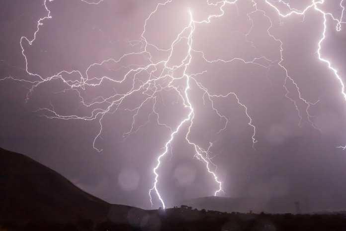 Спасатели предупредили рязанцев о грозе, ливне и ураганном ветре